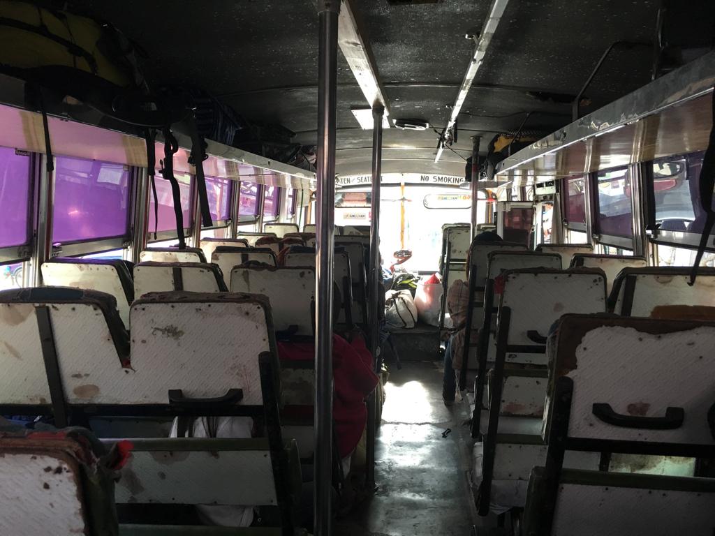 Nuestro bus a Tabuk: pequeños grandes lujos.
